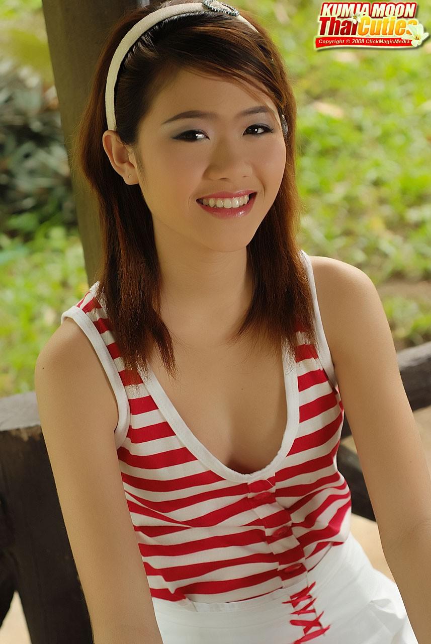 tak kalah belia nya dengan Aneli, cewek imut asal thailand ini berani ...